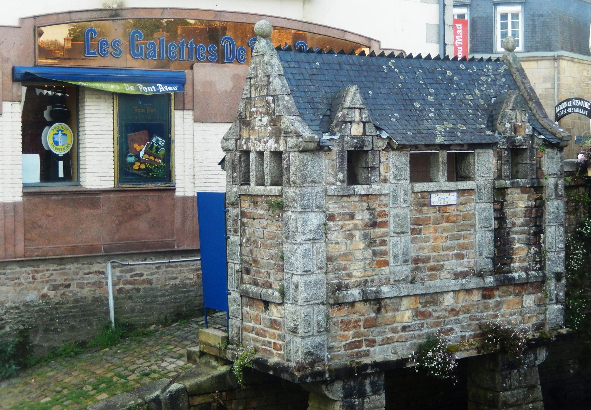 pont-aven-washroom